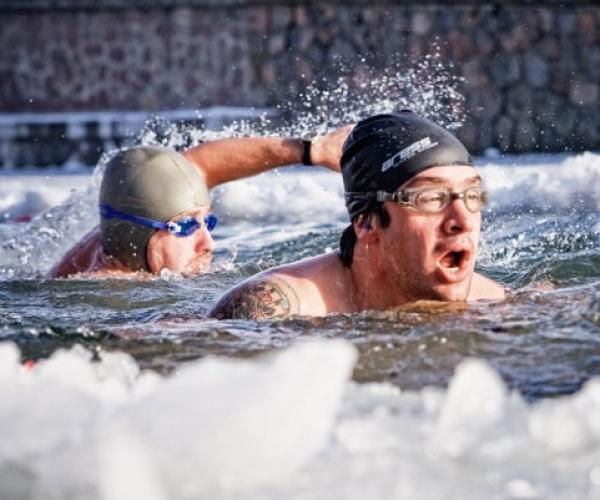 Buz Altında Yüzme Rekoru